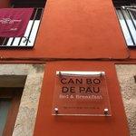 Can Bo de Pau situado en una casa antigua rehabilitada en el Barrio Viejo de Salt, Girona