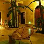 De patio, begane grond, van de Riad