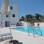 la piscina e le camere col piccolo patio n°25-29