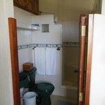 Lobo suite bathroom