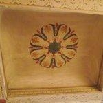 Detalle de las pinturas originales del cielorraso