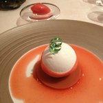 « Vacherin » fraise, vanille et rhubarbe.