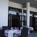 la terrasse avec entrée dans le restaurant