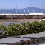 Blick vom Zimmerbalkon auf die Bucht
