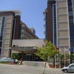 Straßenseite des Hotels