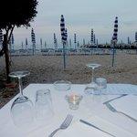Tavolo sulla spiaggia