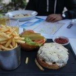 27 Montefiore  |  27 Montefiore St., Тель-Авив 65793, Израиль || breakfast at a cafe in front