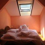 Спальня в люксе-мансарде