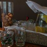 La jarra con agua y limón de todos los días!