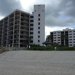 Oceanfront rooms building on left, oceanview rms on right