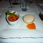 Macaron with aprict compote