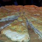 pane arabo cotto e mozzarella