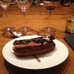 Le dessert : l'éclair au chocolat noir