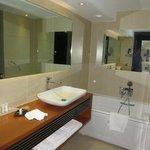 sauber und geräumig - extra Dusche