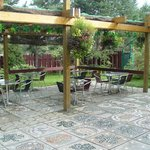 The Garden Terrace/Le Jardin Terrasse