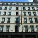 Hotel Passy Eiffel (i'm in the balcony of room 33)