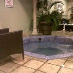 Jacuzzi next tto the pool