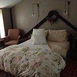 bedroom/bed