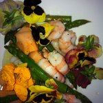 Prawns and green asparagus salad