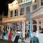 Foto de ON THE BEACH Restaurant and Cocktail Bar