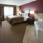 King Jacuzzi Suite - Relax in Style with Flat Screen TV and Cable