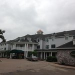 Oakwood Inn front drive and entrance