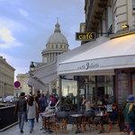 Café Juliette; Anciennement restaurant Les Fontaines; tout récemment relooké dans le style vieux
