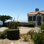 A perfect cliffside Pacific Ocean setting!