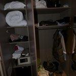 Wardrobe & storage facility (inc. safe)
