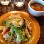 パスタにつくサラダとスープ スープも美味!
