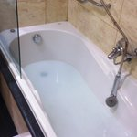 clogged bathtub: your own swimming pool in your room ;-)