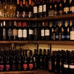 cantina di ottimi vini per tt le tasche e palati con prezzi da 5 a 70 euro.