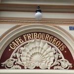 """magnifique portique du """"Fribourgeois"""""""