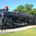 La loco vapeur sur son piédestal, à moins de 10mn