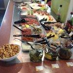 Buffet d entrée un peu juste.... trop de condiments !!!!