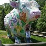 Esta enorme vaca esta a la entrada