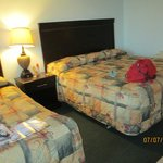 king size bed and twin in main room