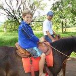 Dando uma volta de cavalo com meu filho