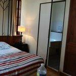 """vue d'un bout de la chambre à 139€/nuit """"balnéo"""""""