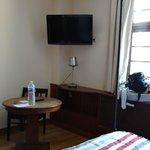 """Vue de l'autre bout de la chambre """"balnéo"""" à 139€/nuit"""