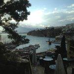 Blick aufs Meer und den Hafen