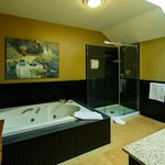Coach House Edwards Suite Jacuzzi bath
