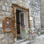 Bay leaf garland around a doorway as found in Dubrovnik