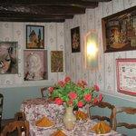 une salle magnifiquement décorée