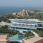 widok na aquapark i stację kolei