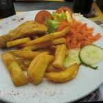 """Insalata, patate fritte e """"pesce"""""""