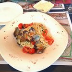 Fresh spaghetti with clams and cherry tomatoes