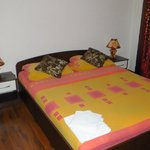bed room (main double bed)