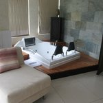 Junior suite jacuzzi and sitting area