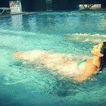 Le poltrone ad idromassaggio nella piscina interna immerse in acqua termale